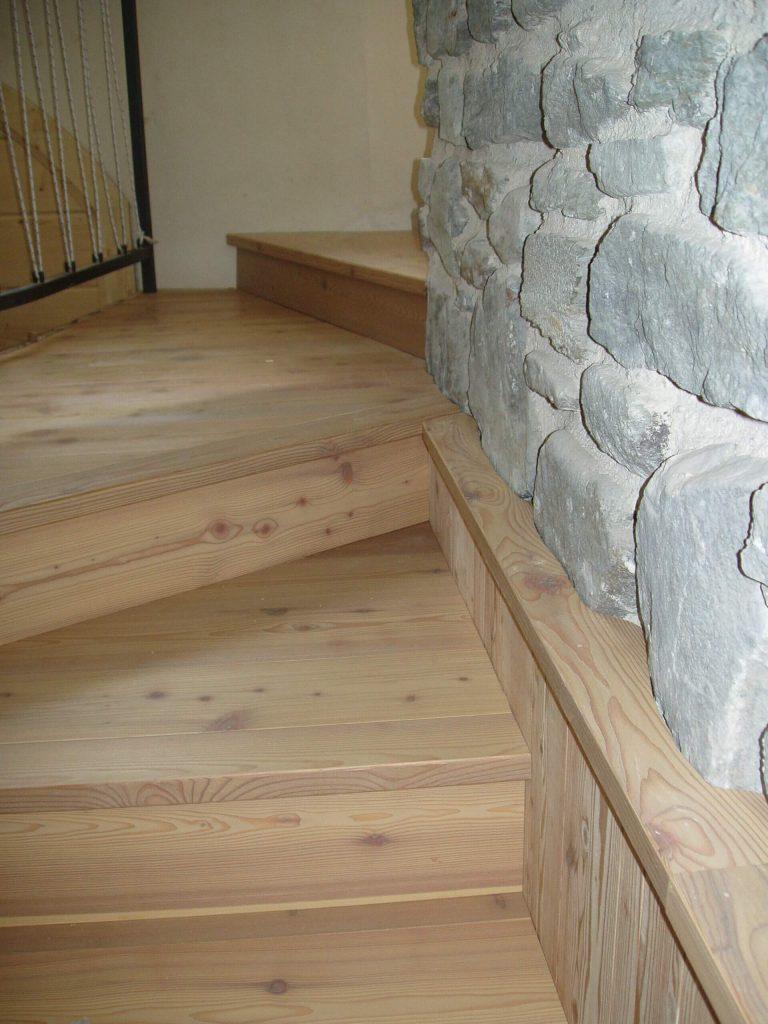 Pavimento e rivestimento in legno a Tirano