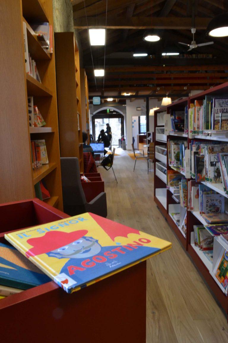 Pavimento in legno per biblioteca