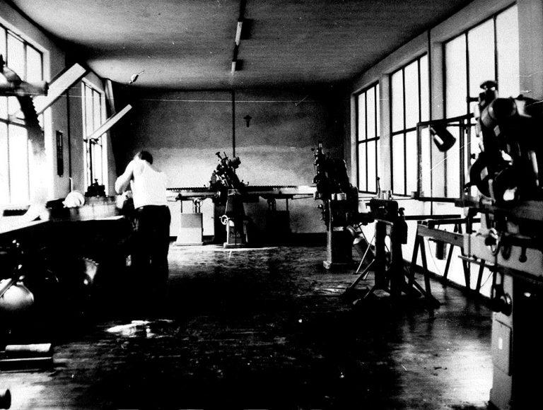 Laboratorio di lavorazione del legno - foto storica